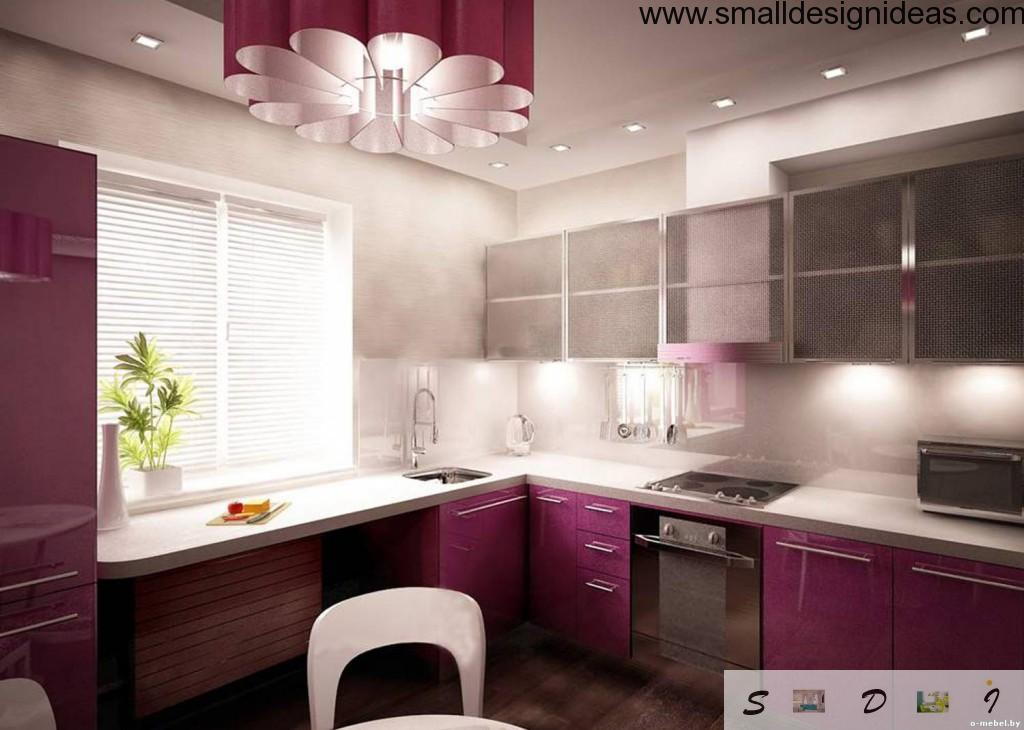 Natural light near sink of the L-shaped kitchen design