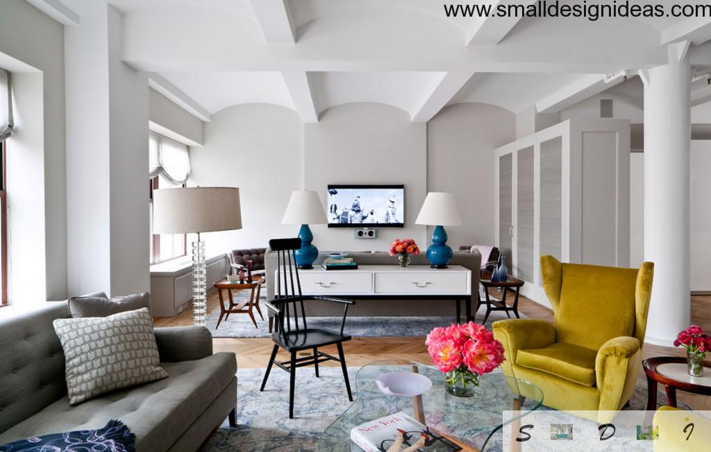Unusual living room and study area at once with artificail and natural lightinf and white fabric furniture
