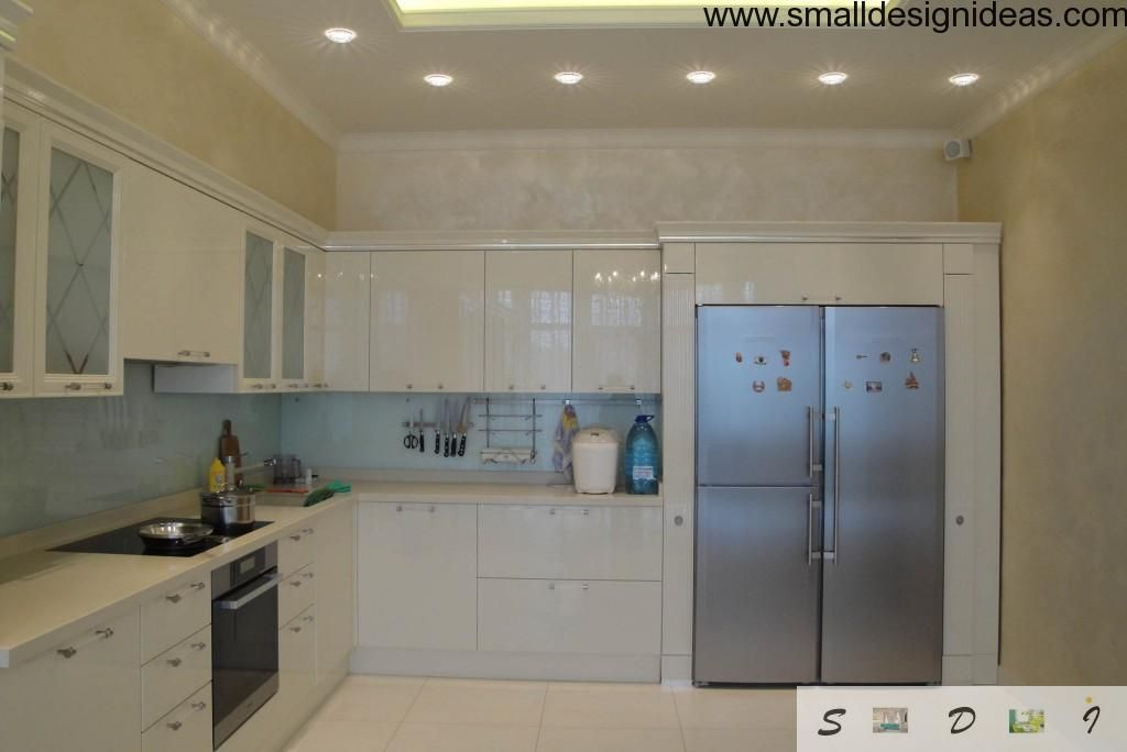 Kitchen furniture ideally fits the interior and fridge looks like a door to another area