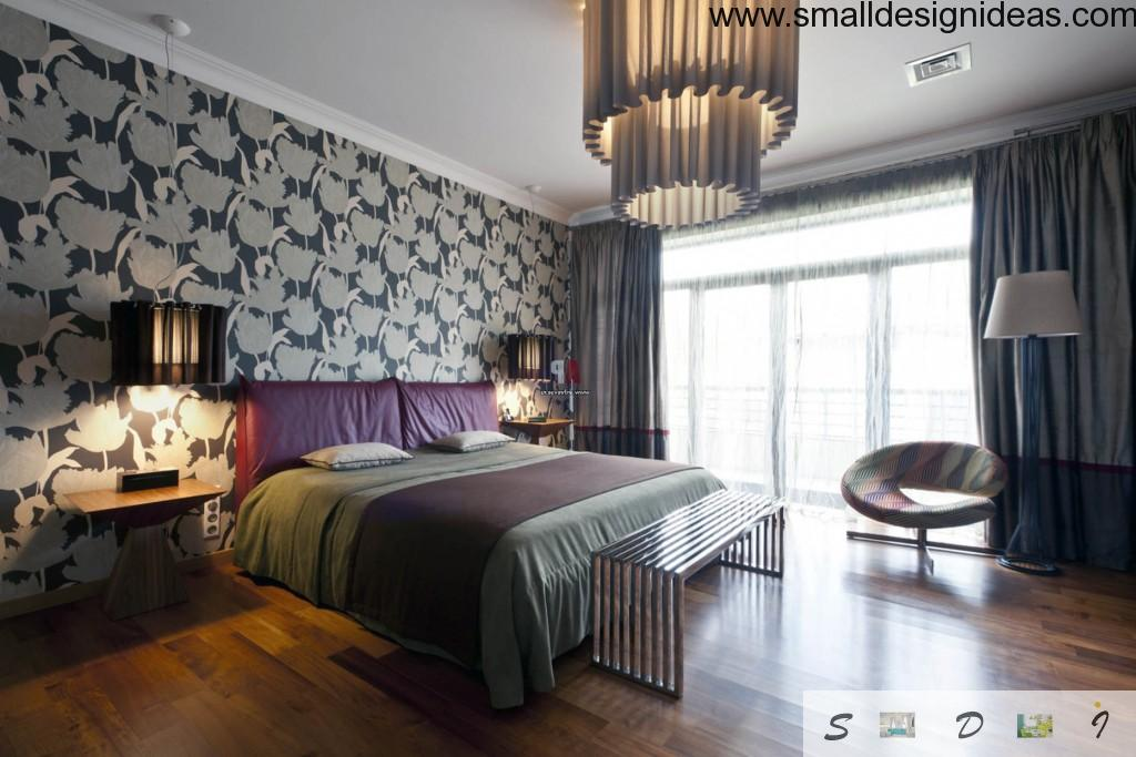 Titally contrast in the bedroom of gray wallpaper