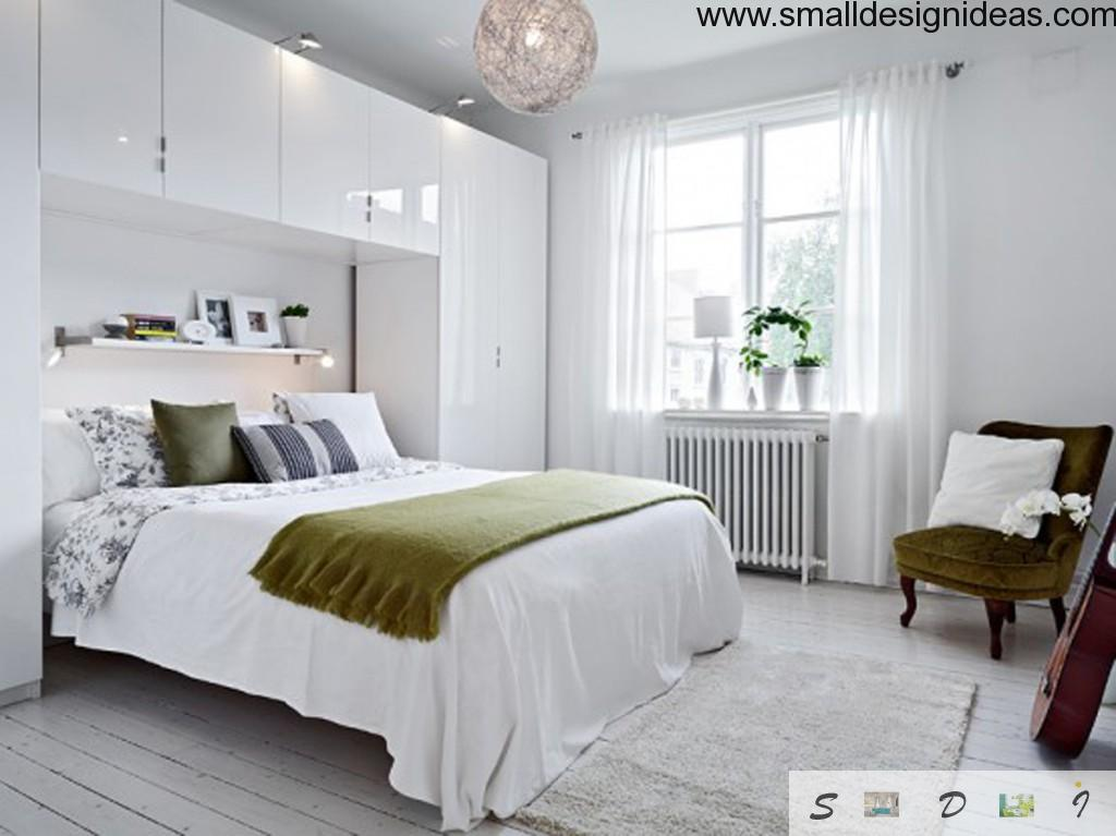 Contrasting white bedroom with joyful elements and cloth