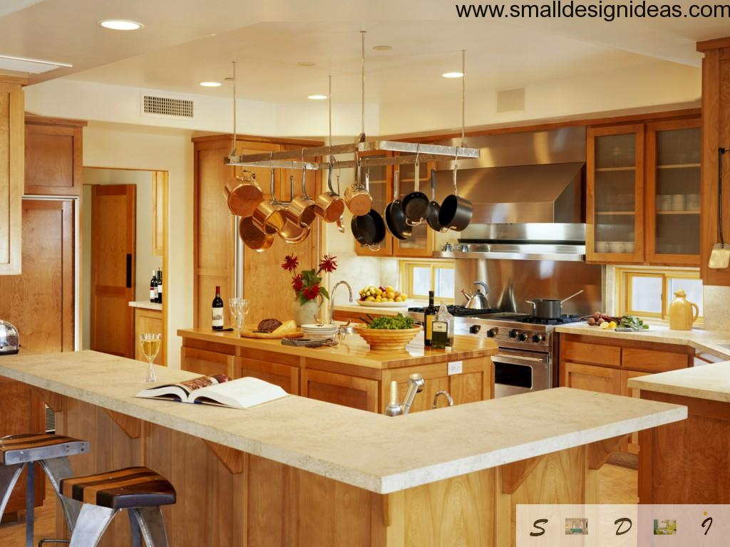 Astonishing G-shaped light wooden kitchen