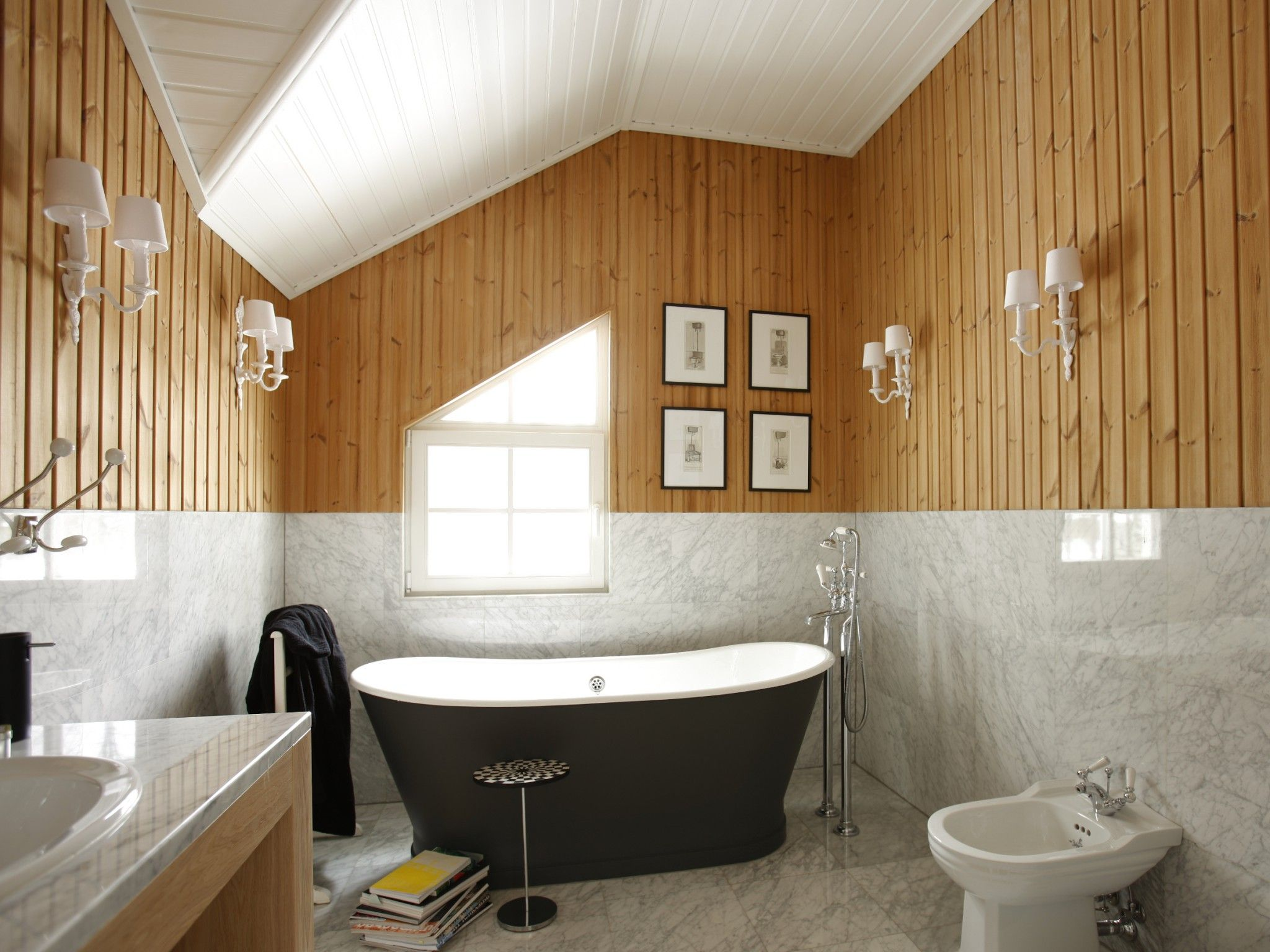 small design ideas of bathroom in country house. Black Bedroom Furniture Sets. Home Design Ideas
