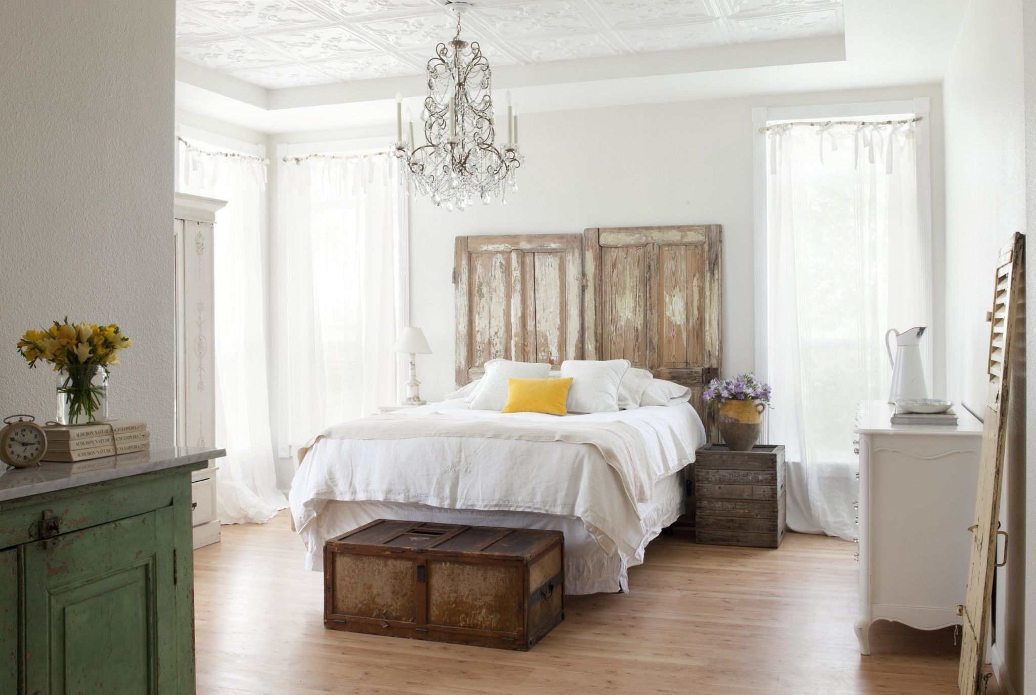 Vintage bedroom design is a competent combination
