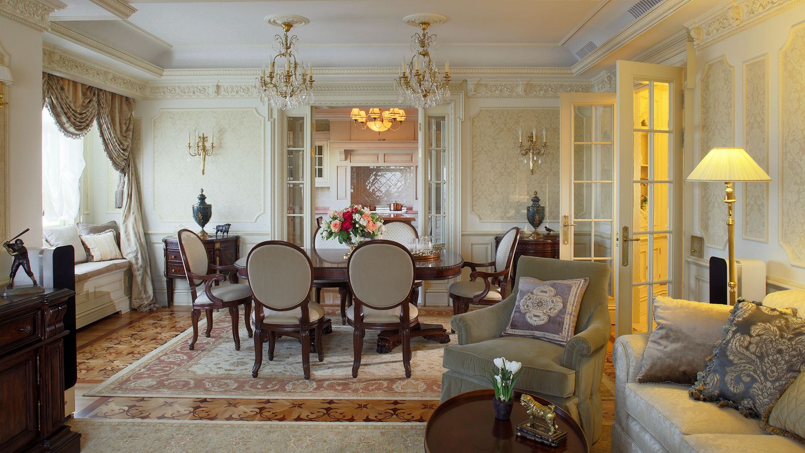 Delicieux Classicism Style In Interior Design Apartments And Other Premises:  Accessories And Decorative Objects