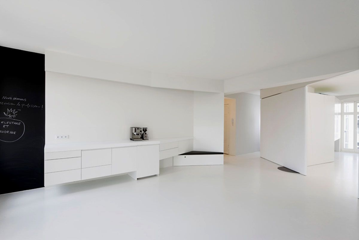 Extreme Minimalist White Color Interior Design