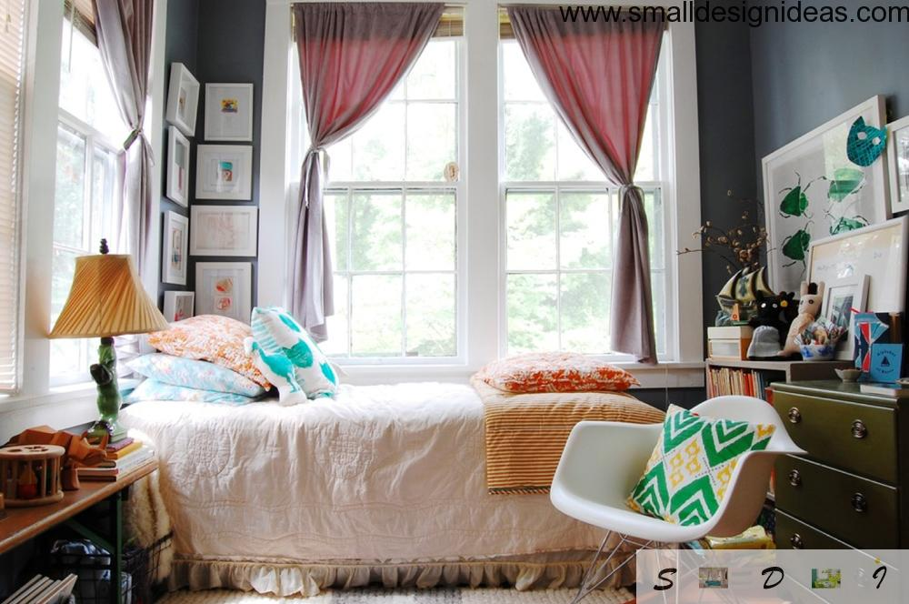 Contrasting interior sets the mood in the children`s bedroom