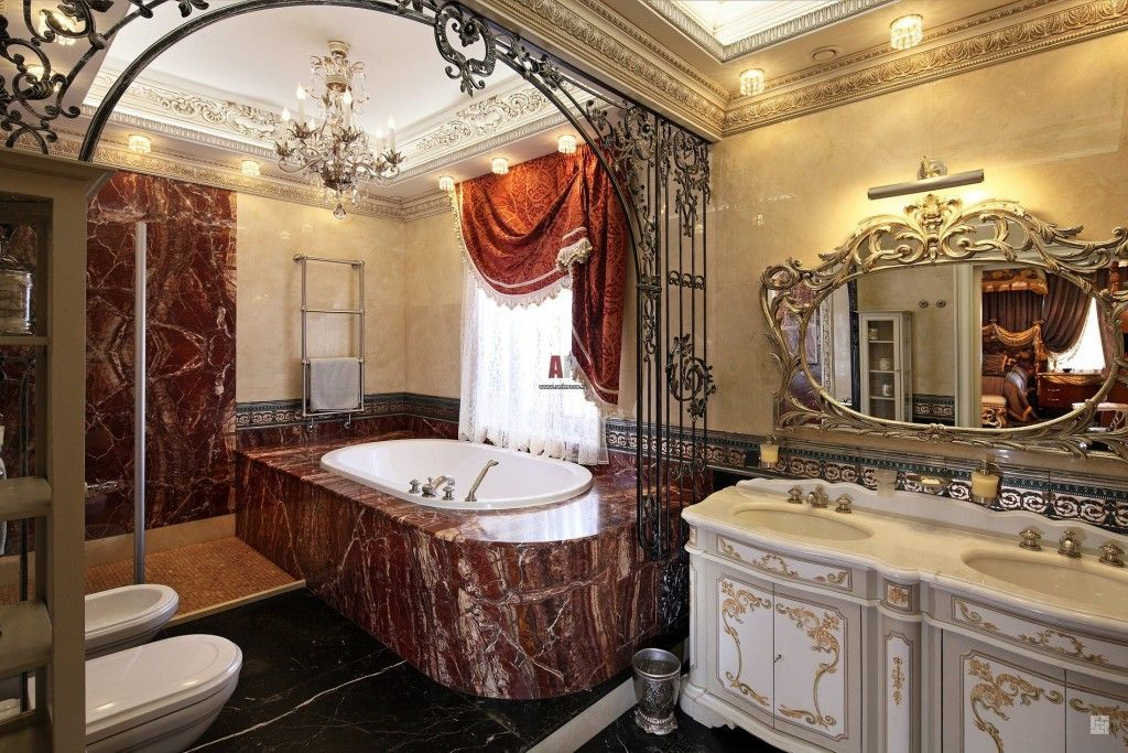 Grandeur and chic in the marble-trimmed bathroom of Baroque style