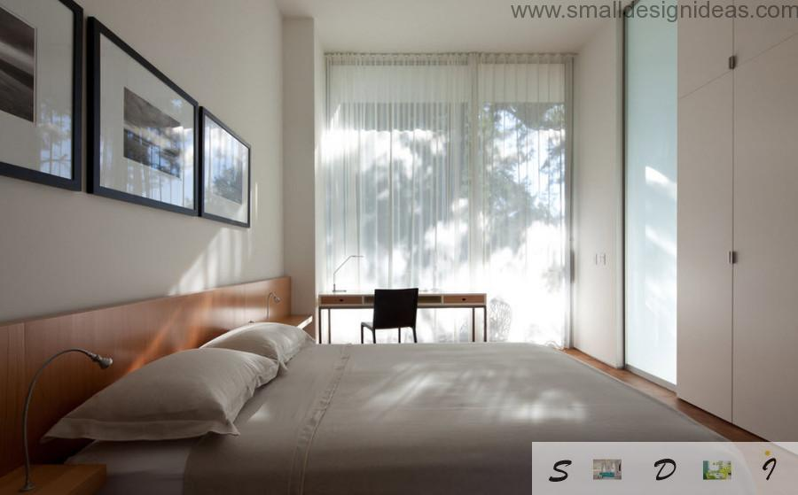 Venetian blinds in the bedroom with big window makes the interior full of relaxation