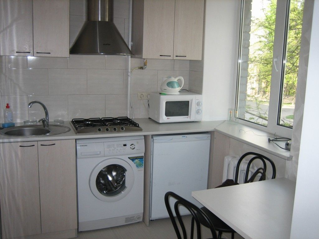 Small kitchen with hob and washing machine under it