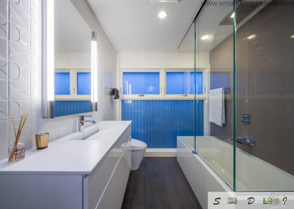 Modern design ideas for white bathroom with blue curtain on the windows