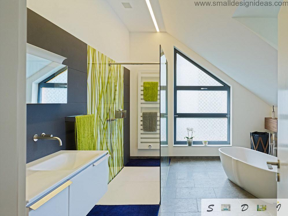 Combined materials for finishing of this bathroom creates a real composition of colors