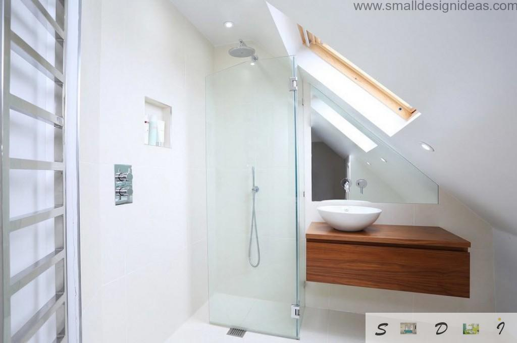 White marbled surfaces in the attic bathroom