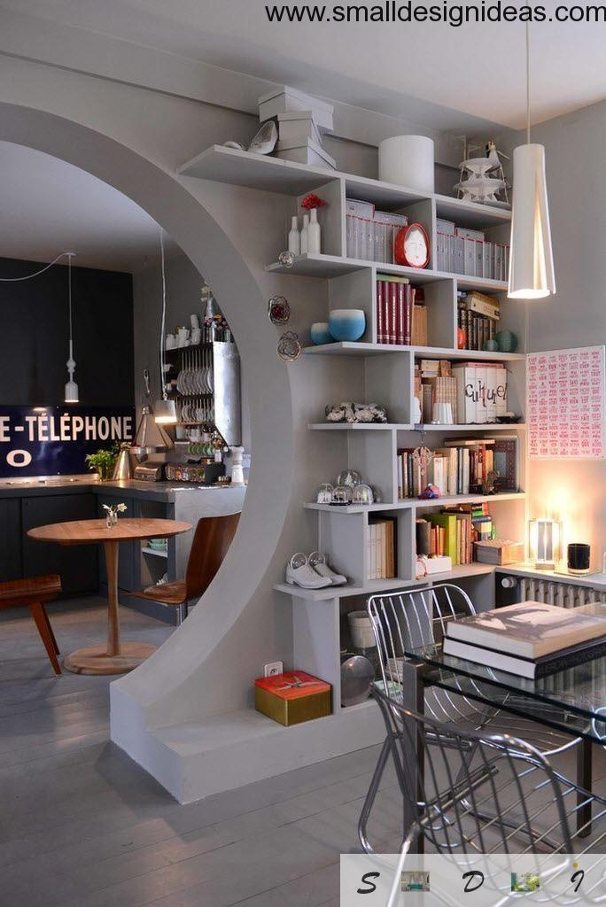 Living room ideas modern in the eclectic style with open shelves and white tones