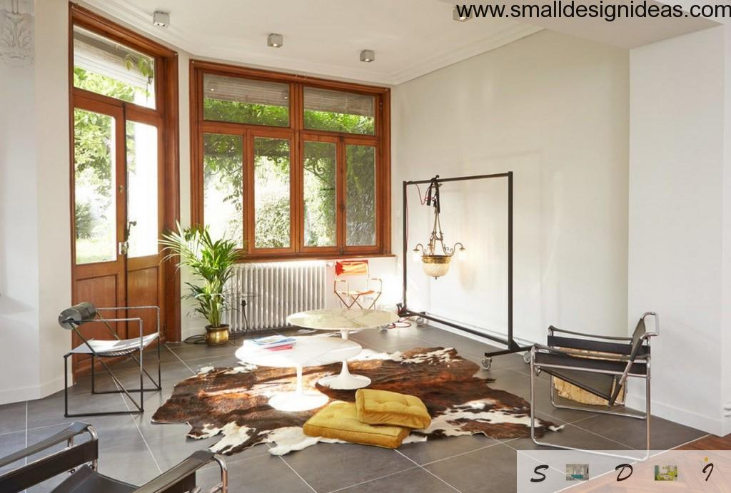 White walls and wooden frames of window and doors in the eclectic design