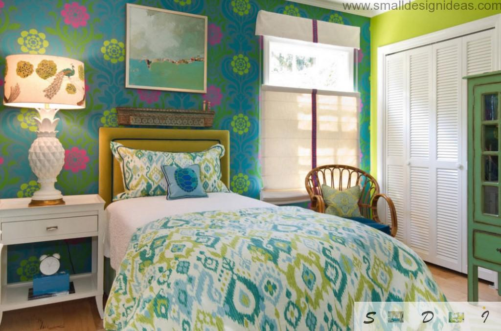 Green color in the teen girls bedroom