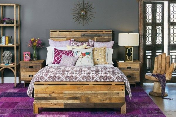 Wooden bed and peculiar furnishing of the contrasting bedroom with purple notes