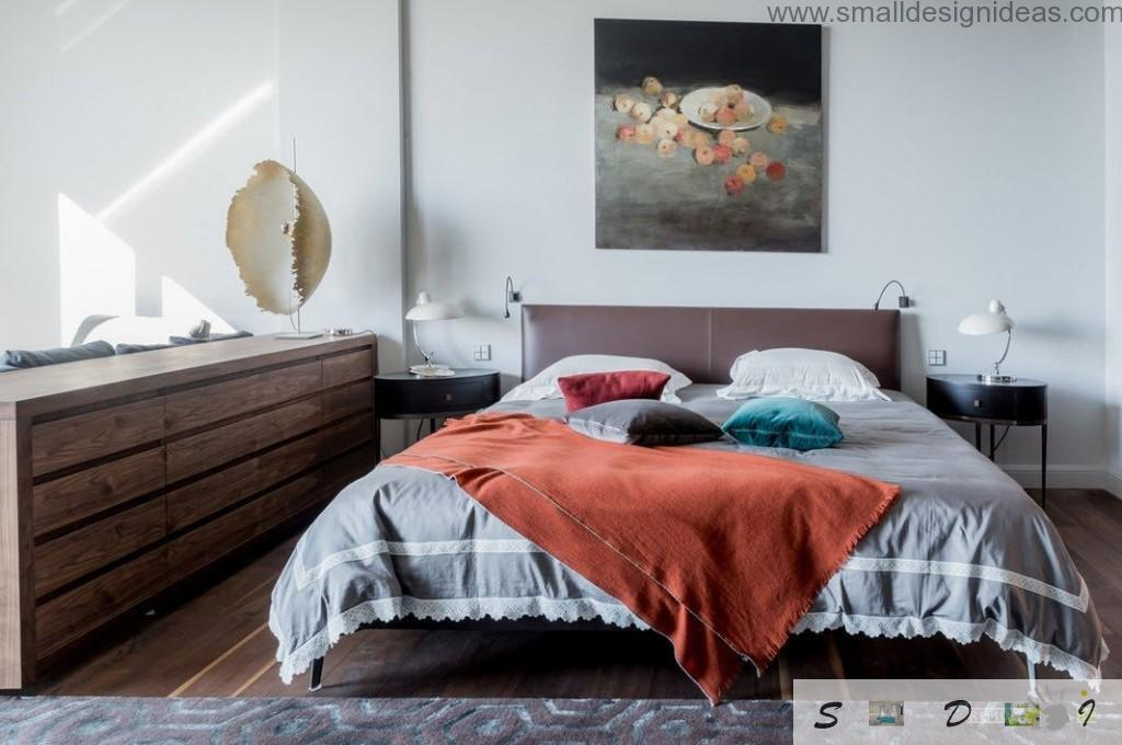 Modern bedroom with wall pinting and suitable color of linen and covers