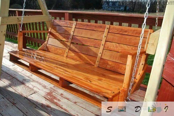 Indoor Outdoor Universal Pallet Furniture Ideas: cozy wooden swing for the backyard or garden of building pallets