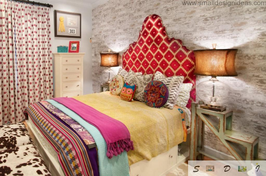 textured wallpaper, nightlamps and colored textile creates unique decora in the girl`s bedroom
