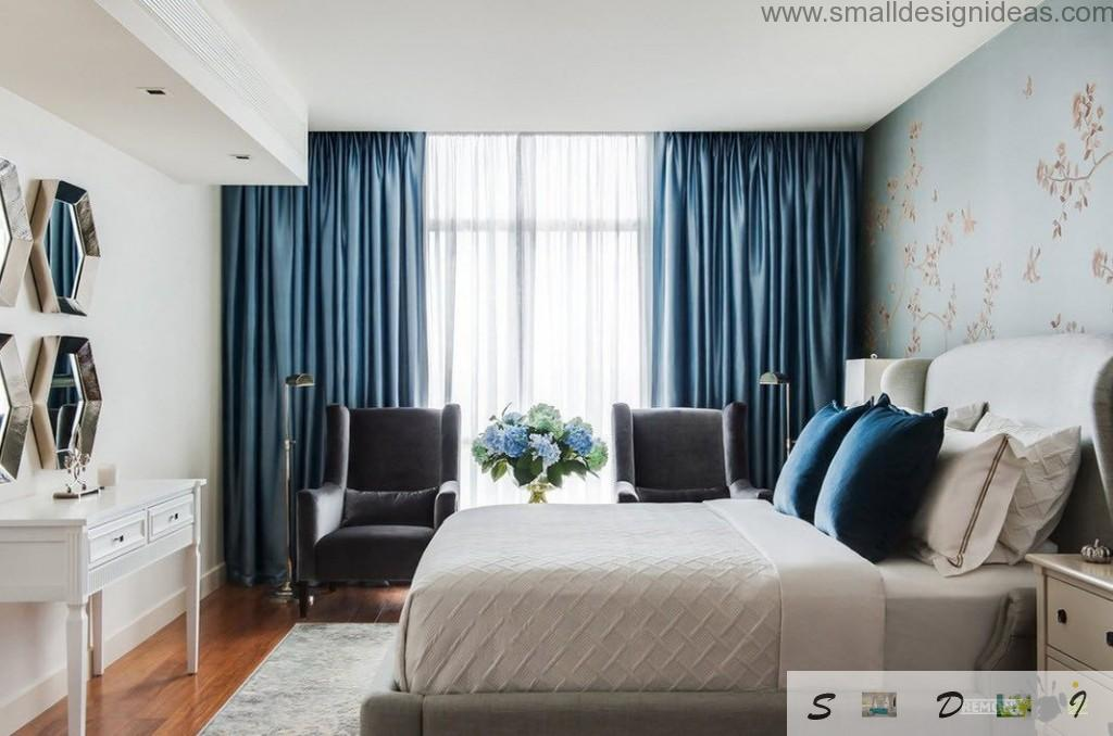 Deep blue curtains to create the accent in the bedroom