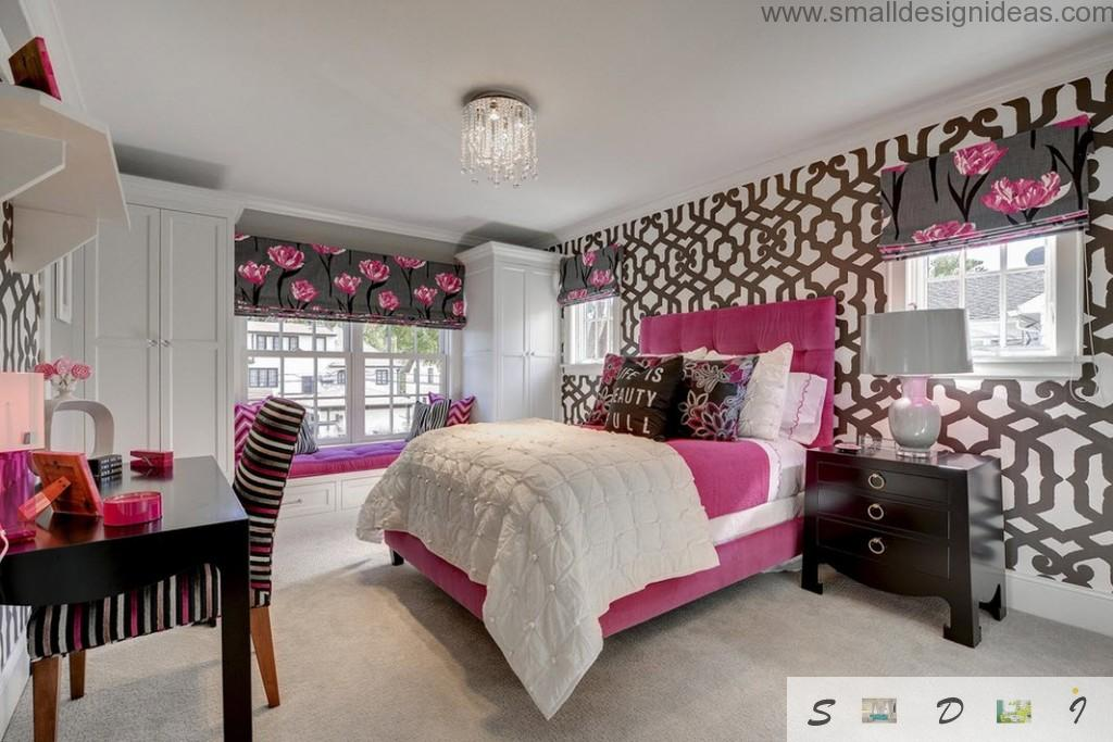 Mixing of purple, black and white colors in the teen girl bedroom