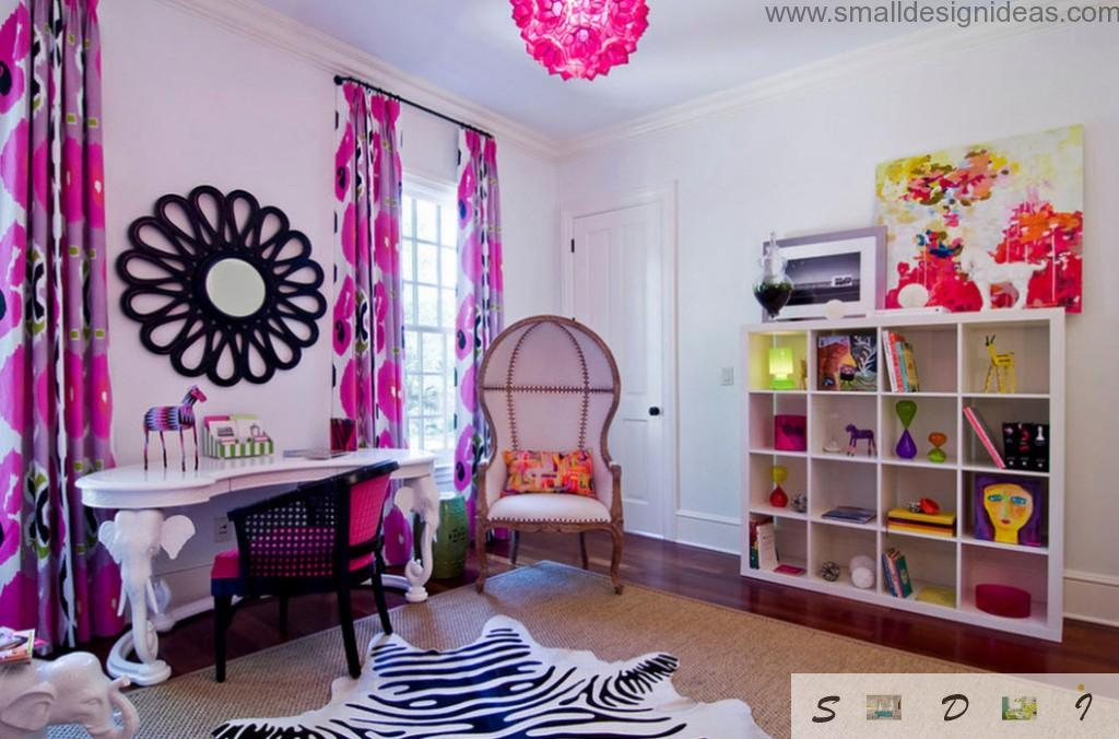 Purple and pink colors in the bright teen girl bedroom design