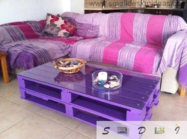 Indoor bold purple design of the pallet DIY table