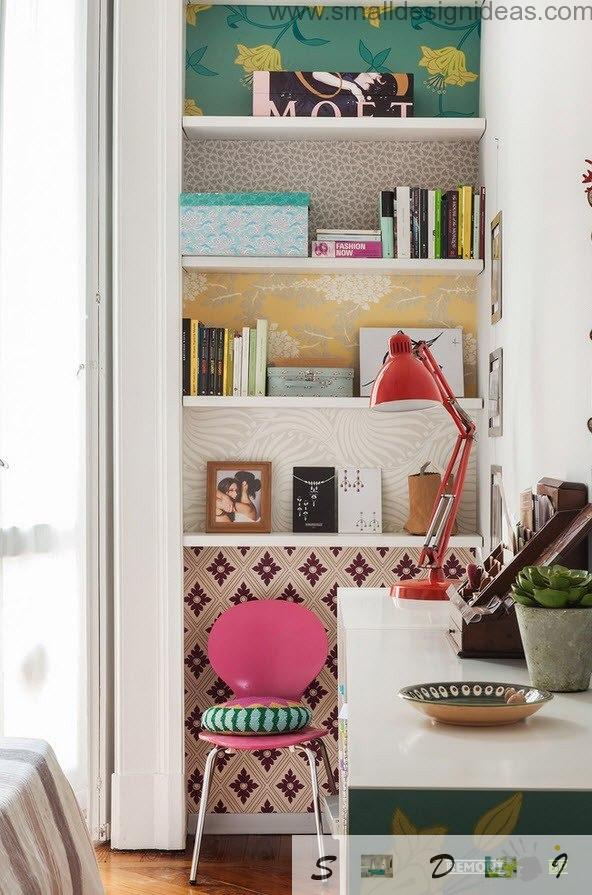 Small study zone in the Milan apartment with bright accents in vintage interior