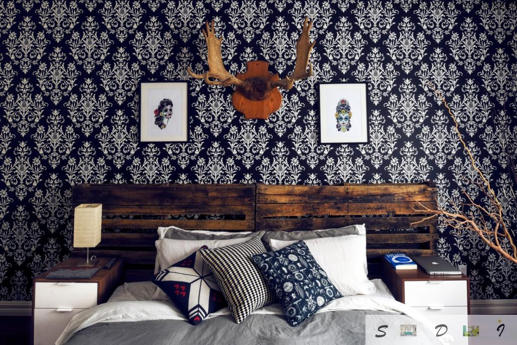 Unusual wall decoration and arrangement with dark wallpaper and antlers