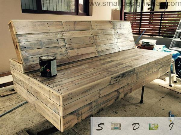 Unique design of the wooden pallet DIY solid sofa