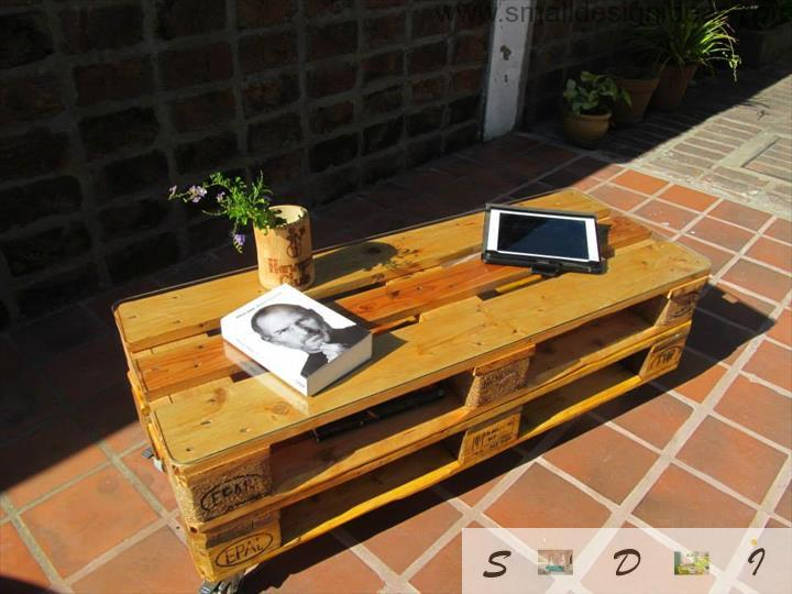 Varnished and laquered pallet table in the modern house outdoor