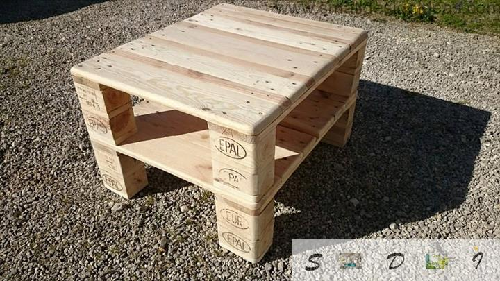 Easy Diy pallet table from two parts