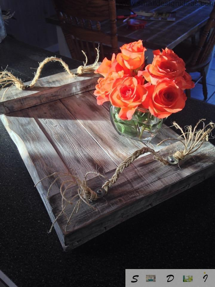 Decorative tray of rustic twine and pallets to surprise and astonish