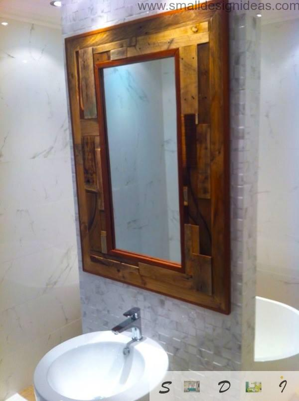 Bathroom mirror with DIY pallet frame