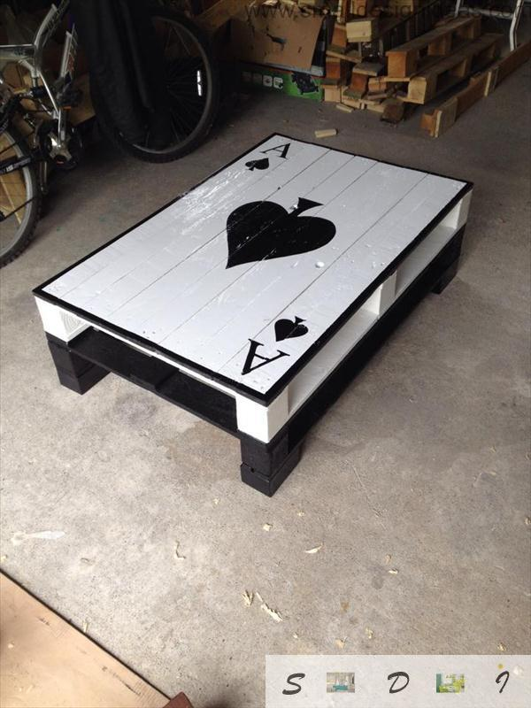 Unique Card Design Of The Pallet Low Table