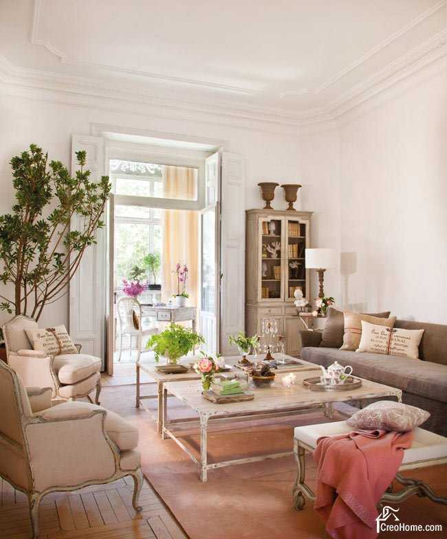Vintage styled living room with tender pinkish colored walls