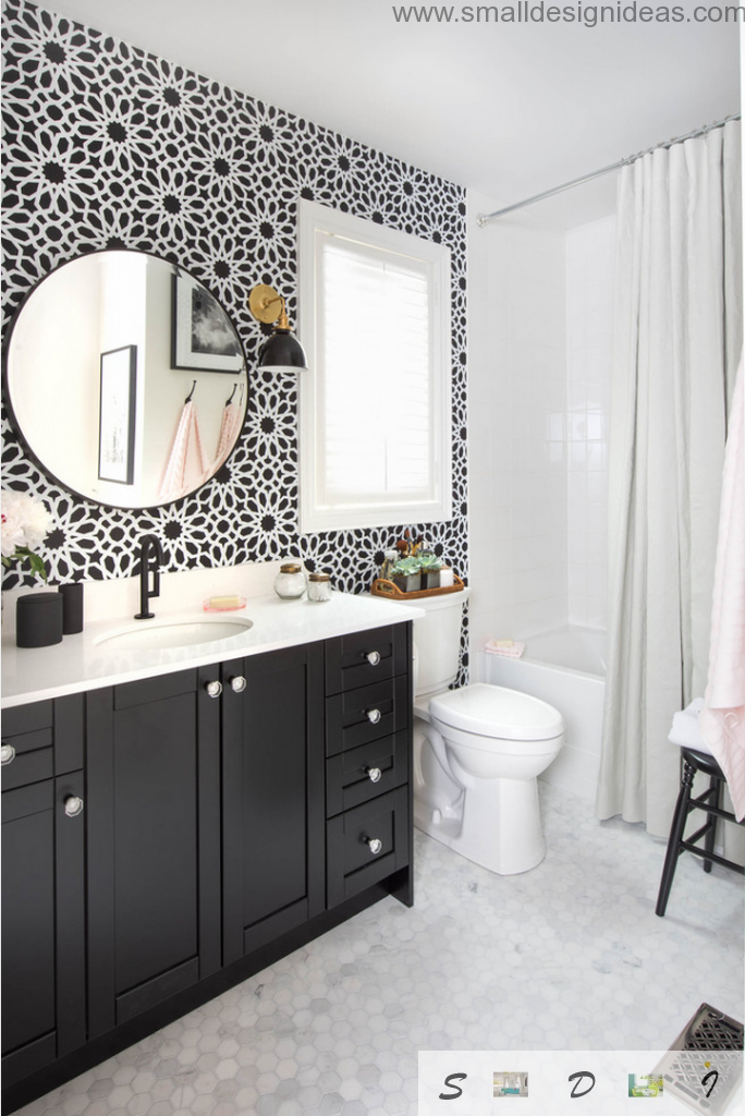 White and black dotted wallpaper in the modern extra small bath