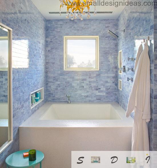 Pendant chandelier in the blue marbled chic small bathroom