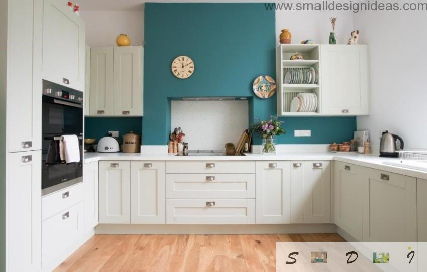 Turquoise accent wall in themodern French style kitchen