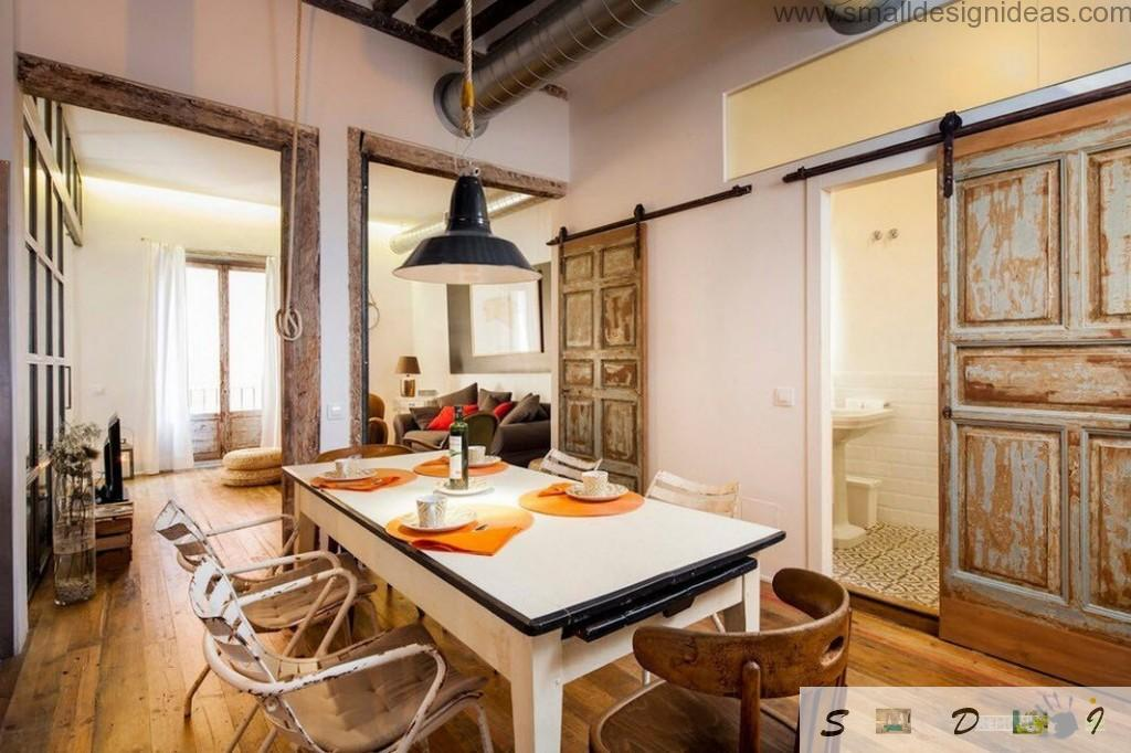 Industrial studio apartment in Spain with cozy and effective shabby doors