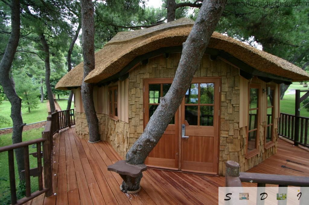 Laquered wood for the floor and light wall stone in the design of the tree house