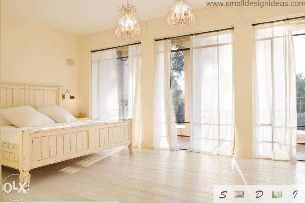 Tulle drapes and airy atmosphere in the spacious bedroom