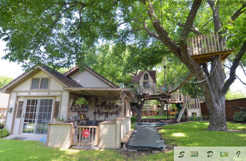Private house and the perspective to the tree house: the composition of blending styles