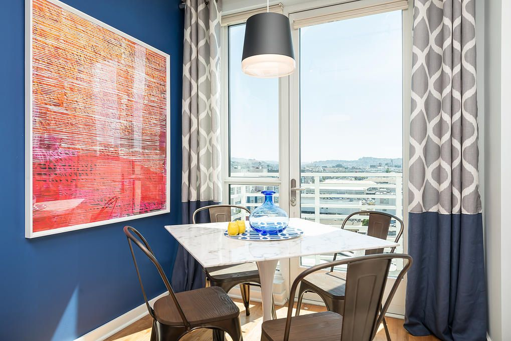 Small San Francisco Apartment Mixing Styles. Closer look to the dining relaxing zone