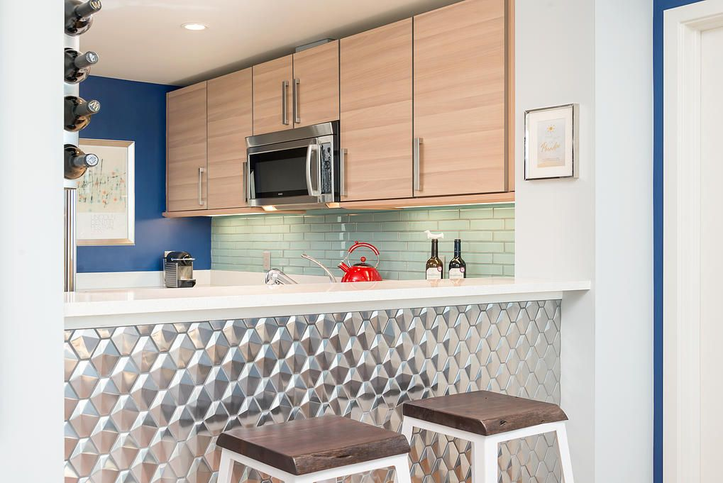 Small San Francisco Apartment Mixing Styles. Multifunctional and comfortable men`s kitchen