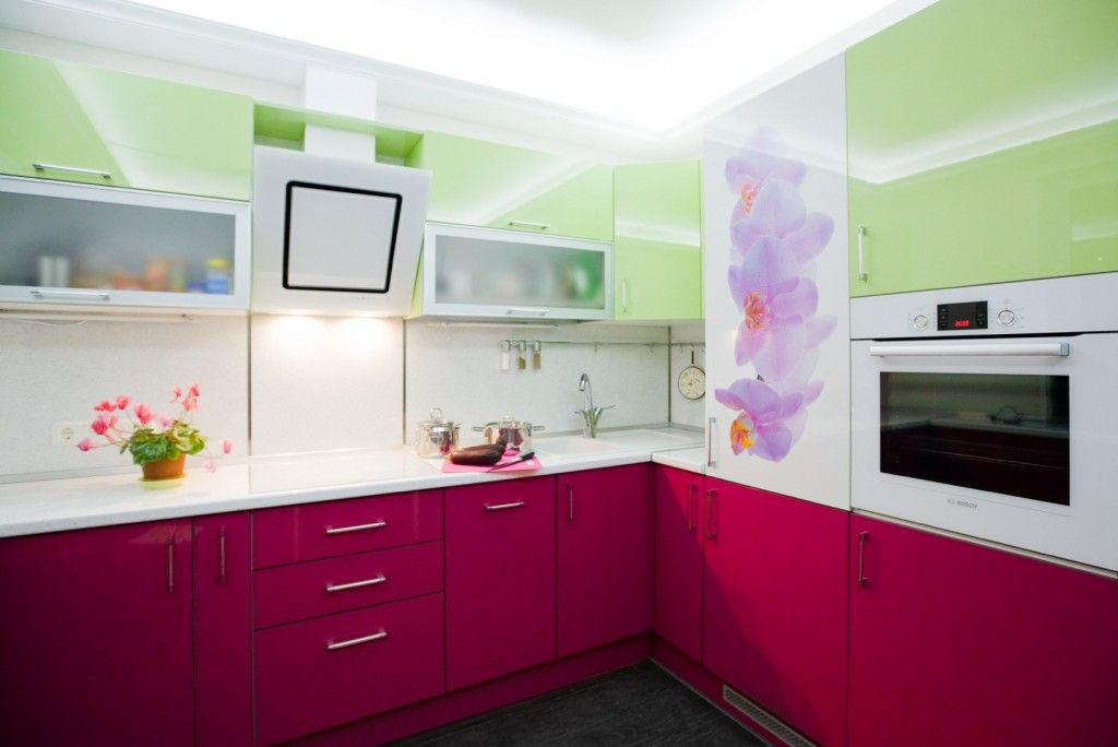 Painted glossy cabinet facades