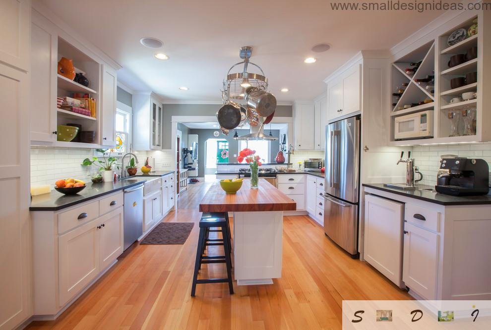 Nice color gamma for comfortable atmosphere in the modern island kitchen
