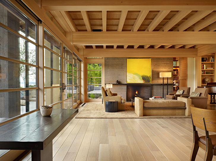 Tray ceiling with exposed beams and light wooden setting at the spacious living room in Japanese style