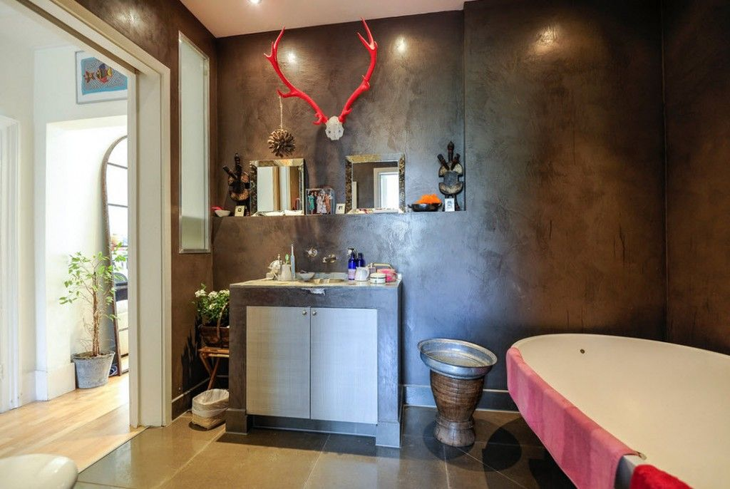 London Apartment Eclectic Interior Design Ideas. Pink decorative antlers is a zest of the bathroom design